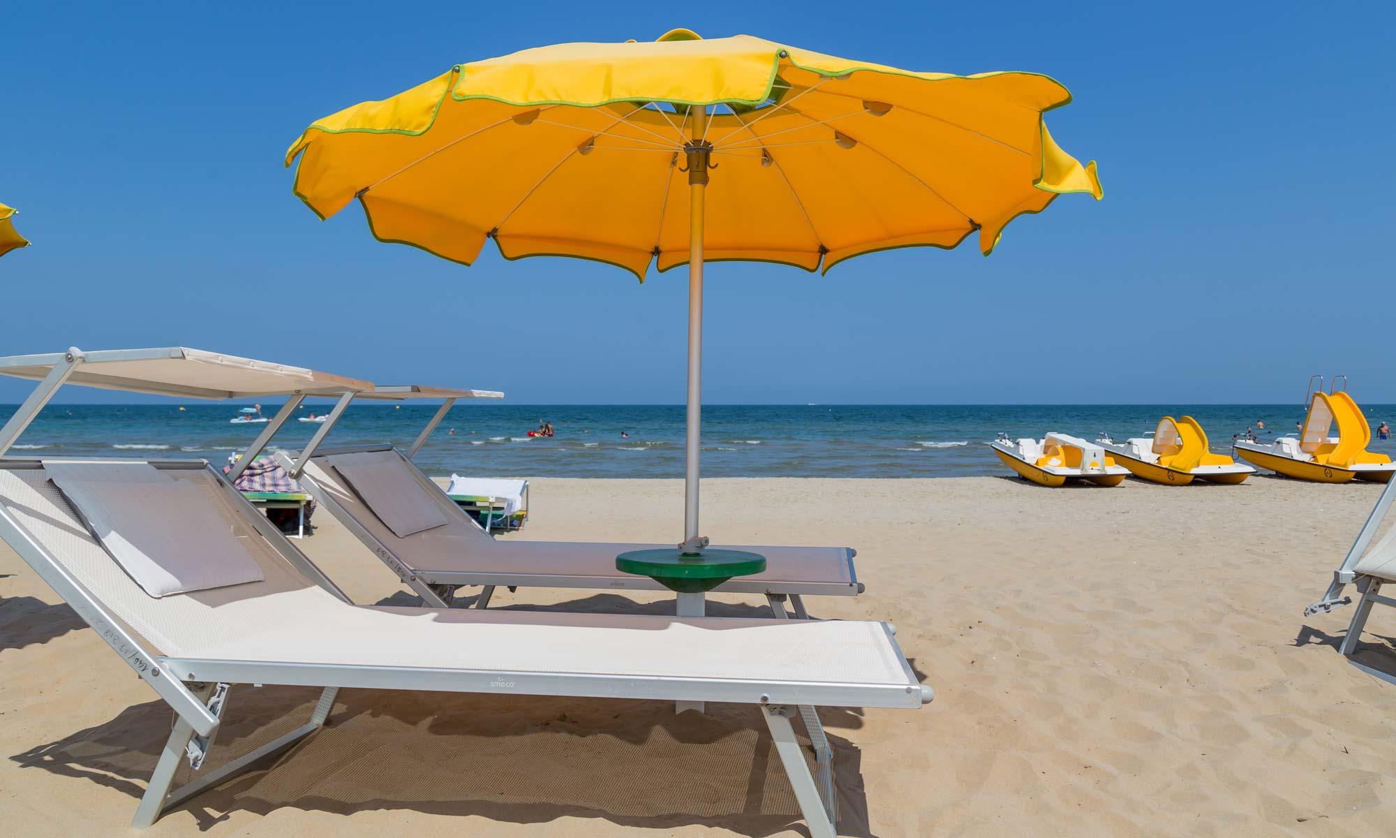 Ombrelloni Da Giardino Rimini.La Spiaggia Di Rimini Dove Andare Al Mare Riviera Romagnola